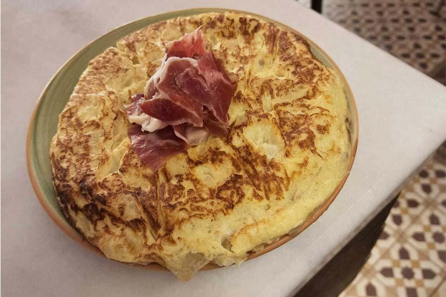 Tortilla española tapeo en malasaña